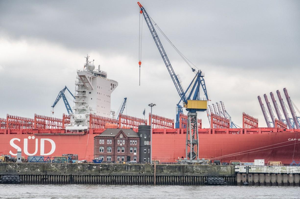 containerschiff im hamburger hafen, 2019